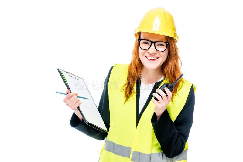 constructor feliz de la mujer en ropa protectora en blanco imágenes de archivo libres de regalías