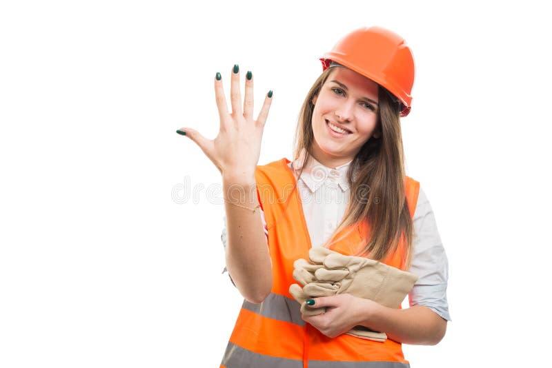 Constructor femenino que se alza cinco fingeres imagen de archivo libre de regalías