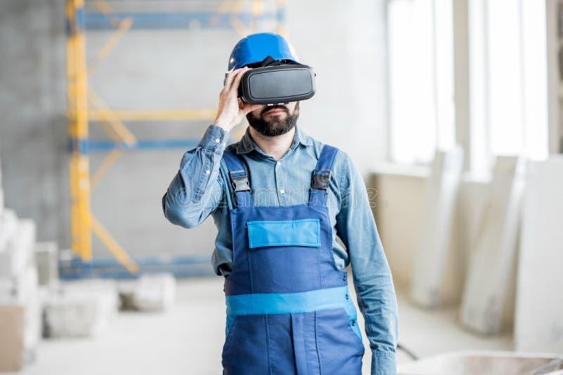 Constructor que trabaja con los vidrios de VR fotos de archivo