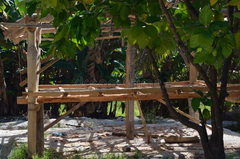 Constructuion adiantado de uma cabana da vila fotografia de stock royalty free
