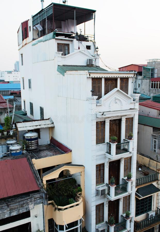 Construindo no centro da metrópole de Hanoi, Vietname fotos de stock royalty free