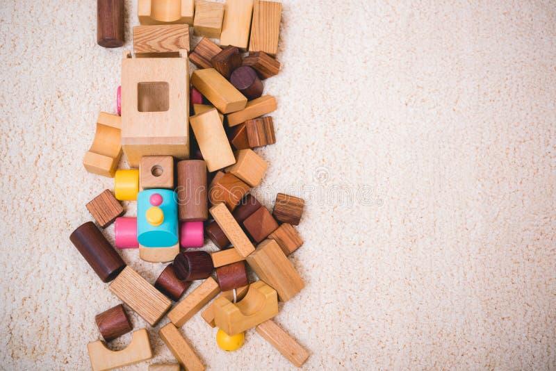 Construir jogando o brinquedo obstrui a madeira para a educa??o do beb? foto de stock royalty free
