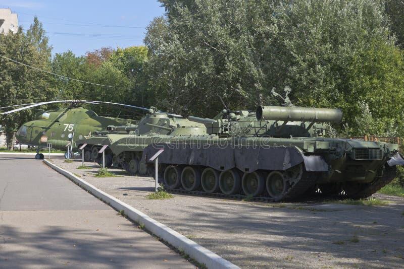 Construire du matériel militaire dans le parc Victory Park de la ville de Vologda photos libres de droits