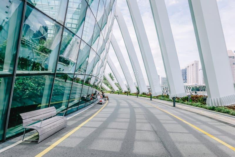 Construisant dans les jardins de parc par la baie, dôme Singapour de fleur image libre de droits