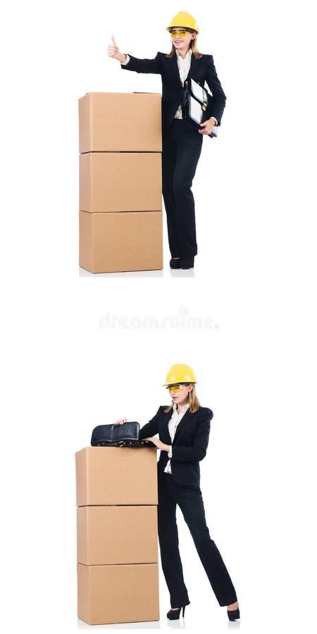 Construtor da mulher com a caixa isolada no branco foto de stock royalty free