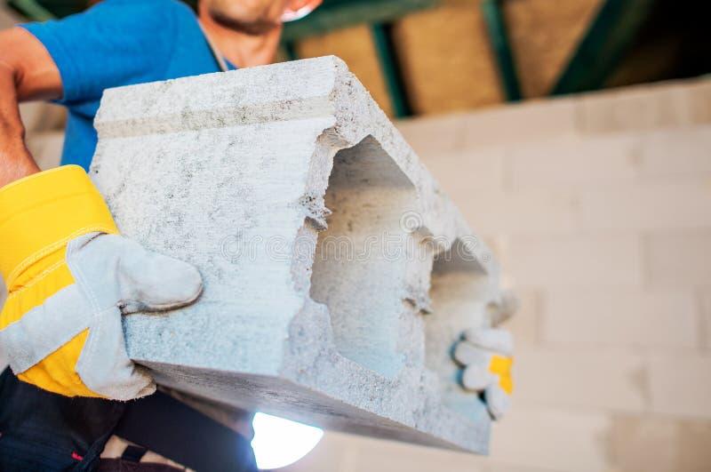 Construtor de casas com o bloco imagem de stock