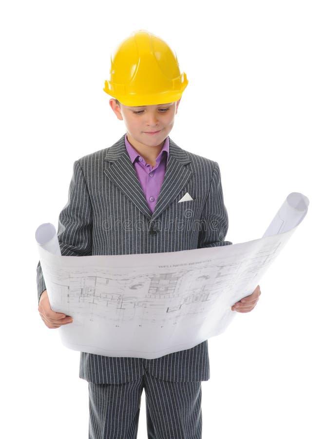 Construtor de sorriso pequeno no capacete imagens de stock