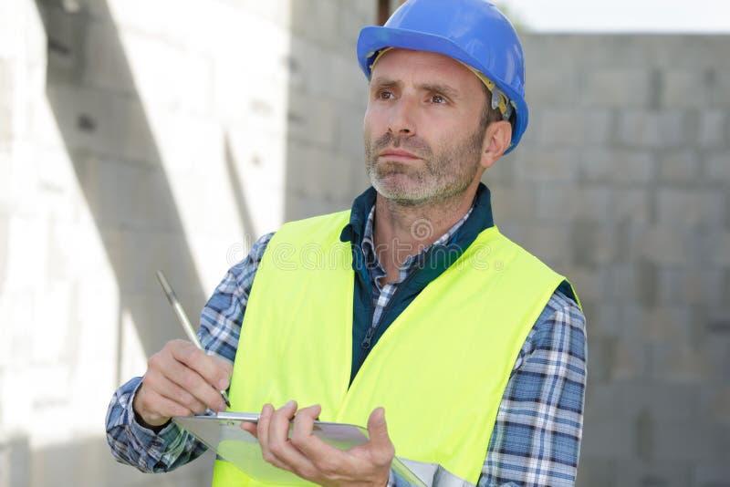 Construtor moderno com área de transferência imagens de stock royalty free