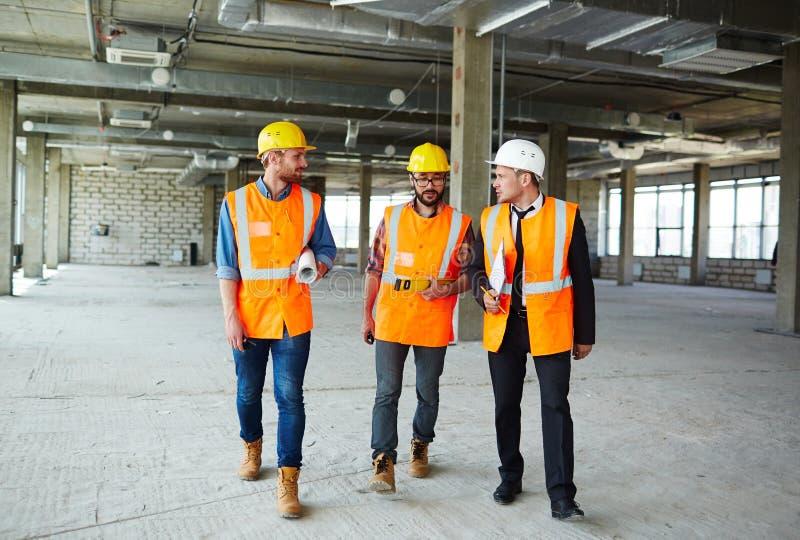 Construtores na construção inacabado fotos de stock royalty free