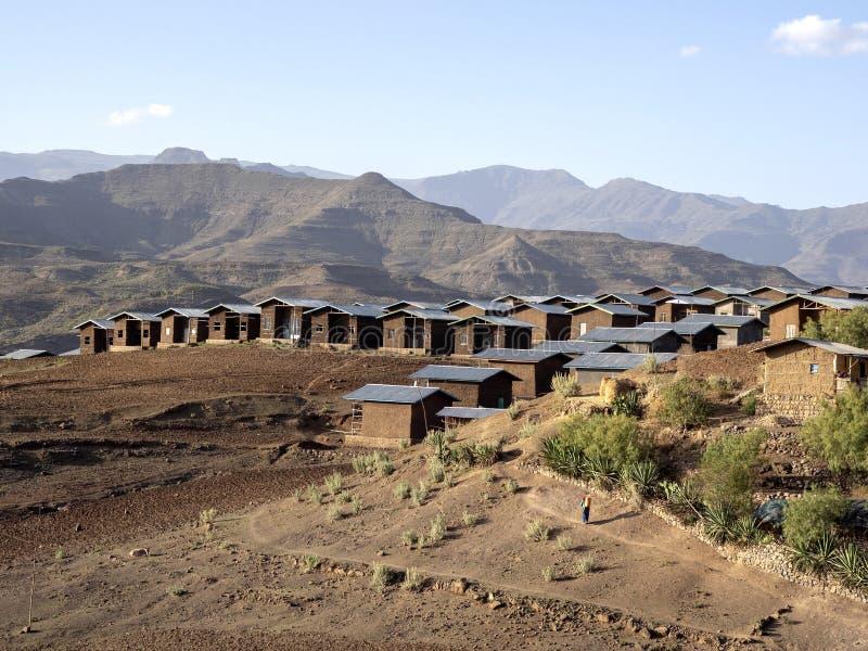 Construyó nuevamente pequeñas casas en un paisaje montañoso en Etiopía septentrional foto de archivo