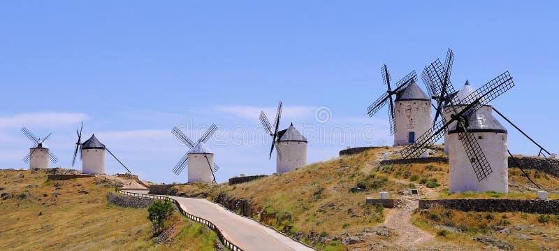 consuegra西班牙传统风车 库存图片