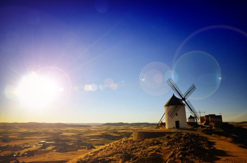Consuegra är lite staden i den spanska regionen av Castilla-La M arkivfoton