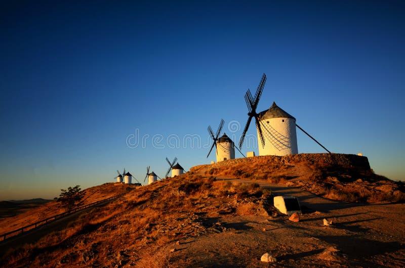 Consuegra é um pouco de cidade na região espanhola de Castilla-La Mancha, famoso devido a seus moinhos de vento históricos fotos de stock royalty free