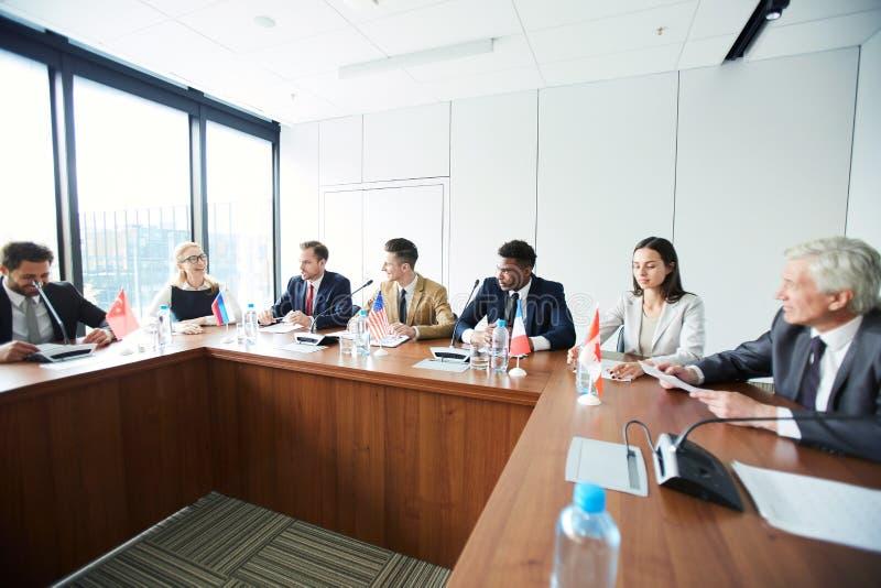 Consullen die toekomstige plannen bespreken stock afbeelding