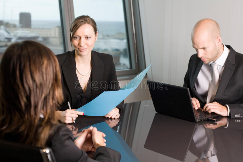 Consulta do advogado em um escritório do céu fotografia de stock
