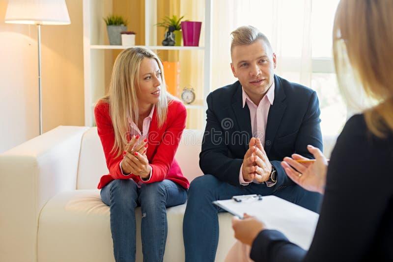 Consultant en matière de réunion de couples image stock