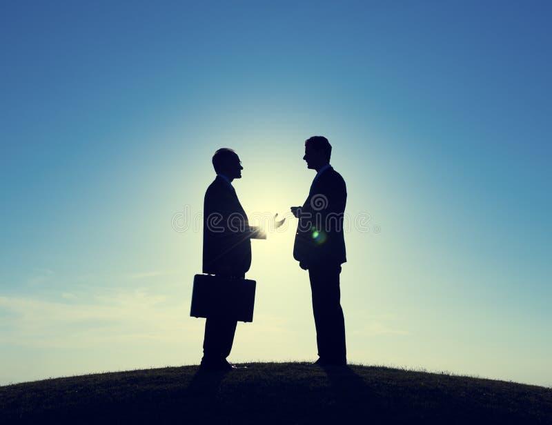 Consultant en matière Discussion d'hommes d'affaires image libre de droits