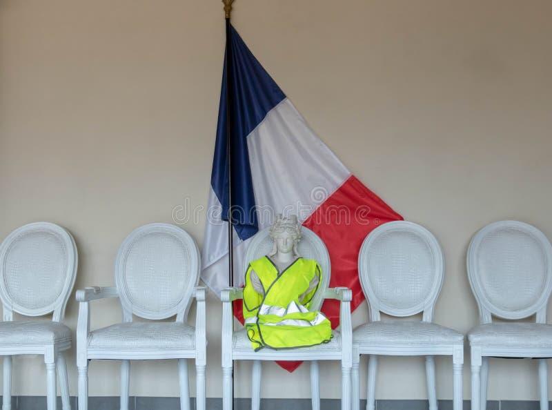 Consultation de citoyen, gilet jaune et discussion nationale, symbole de Marianne de la république Française avec un jaune jaune  photo stock