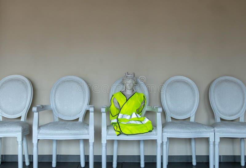 Consultation de citoyen de la grande discussion nationale, symbole de Marianne de la république Française dans le gilet jaune photographie stock libre de droits