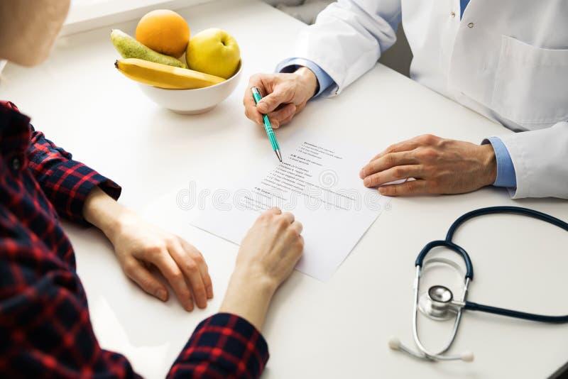 Consultation de diététicien images stock
