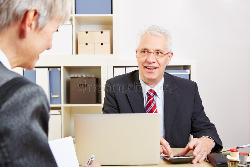 Consultor en el cálculo del banco imagenes de archivo