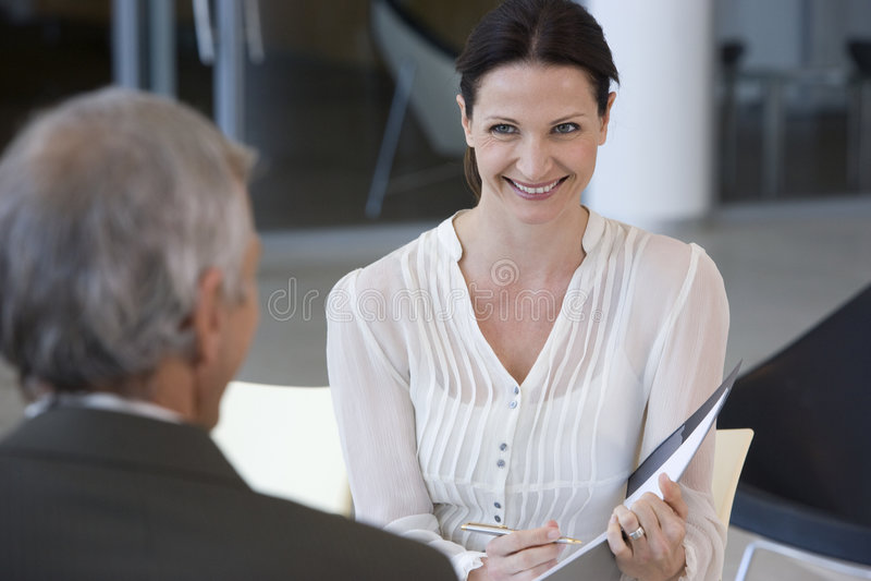 Consultor femenino sonriente imágenes de archivo libres de regalías