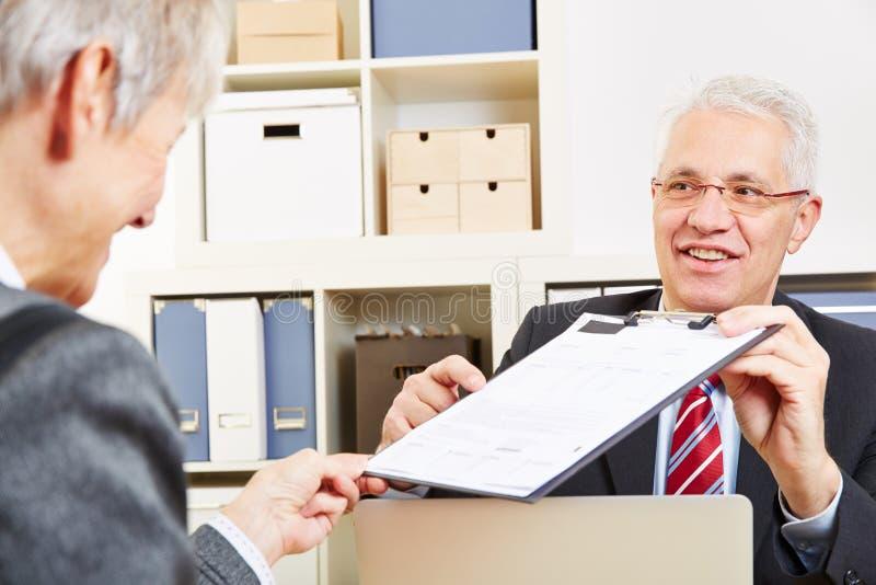 Consultor que muestra minutos imagen de archivo