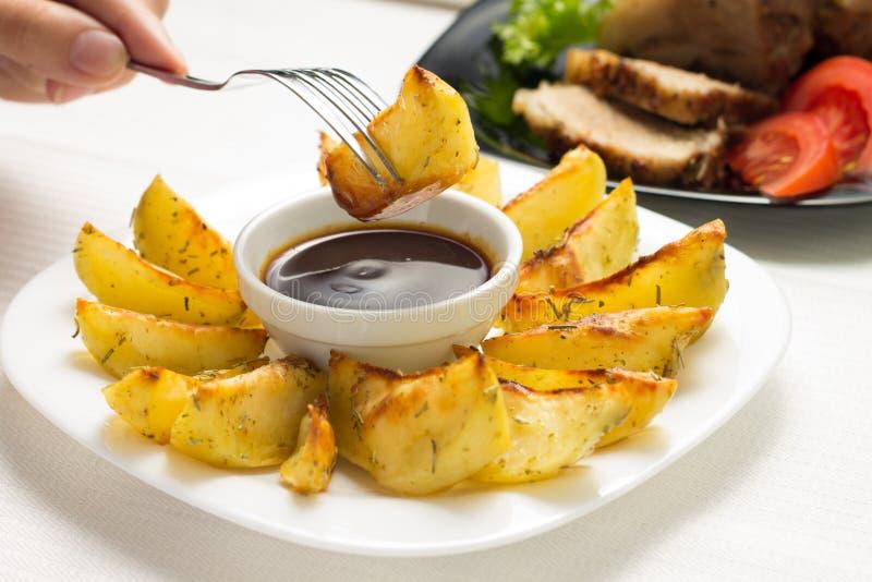 Consumición de Fried Wedge Potato imagen de archivo