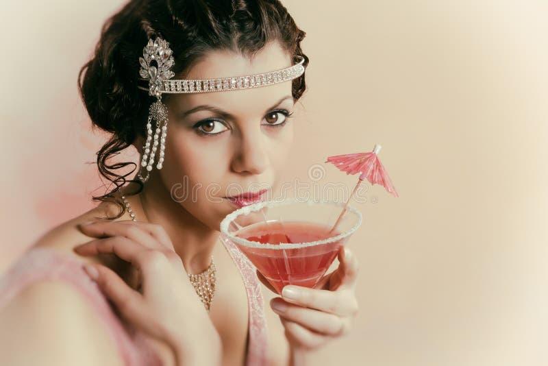 consumición de la señora del vintage de los años 20 fotografía de archivo libre de regalías