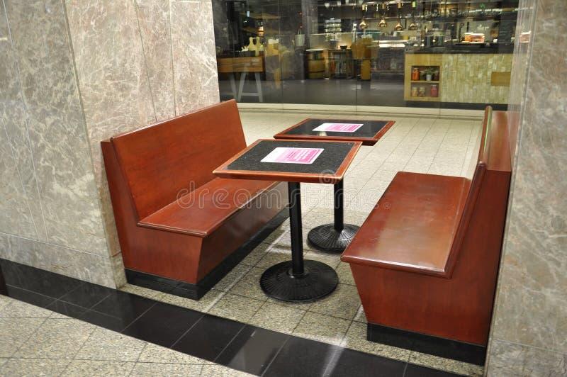 Consumición de los muebles de la zona dentro del lugar de Brookfield en Toronto de la provincia Canadá de Ontario fotos de archivo libres de regalías