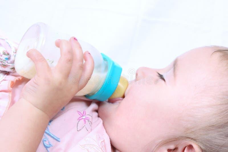 Consumición del bebé imagen de archivo libre de regalías