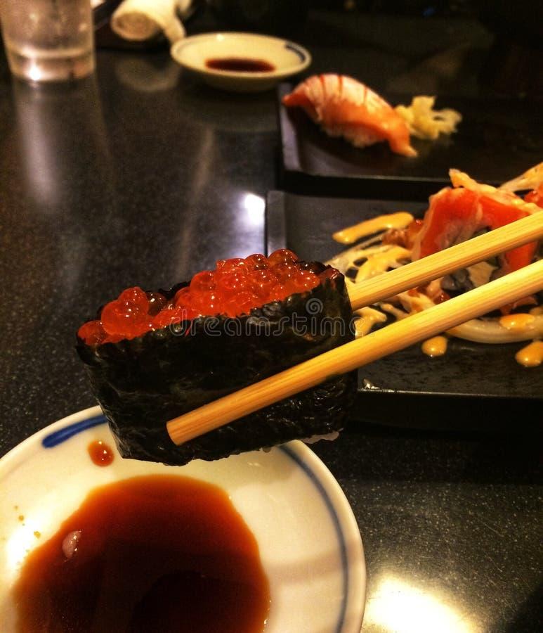 Consumición del sushi foto de archivo libre de regalías