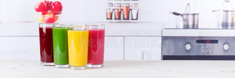 Consumición sana de la bandera de las frutas de la fruta de los smoothies del smoothie del jugo fotos de archivo libres de regalías