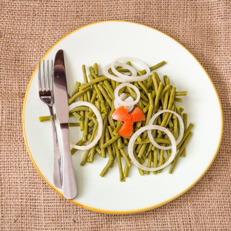 Consumición sana: ensalada nutrisious de las habas verdes imagen de archivo