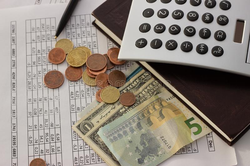 Contabilidad, cálculos de negocio, calculadora, cuenta de fondos foto de archivo libre de regalías