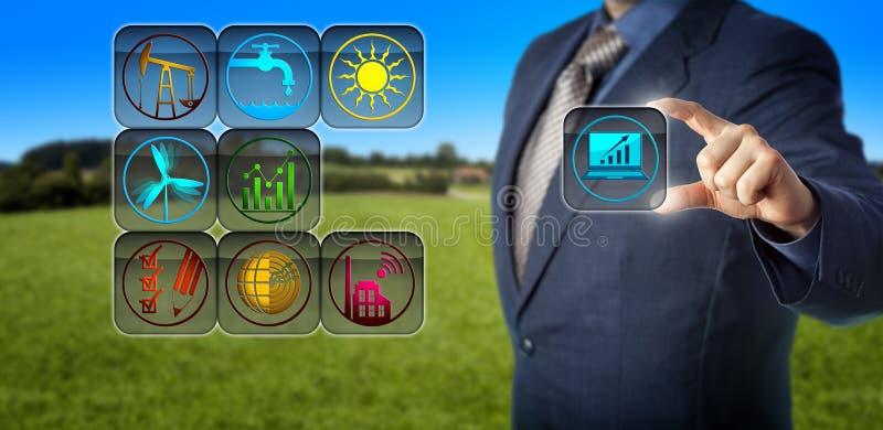 Contable corporativo Preparing Sustainability Report foto de archivo libre de regalías