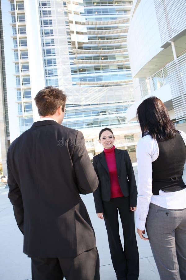 Contact d'équipe d'affaires au bureau photographie stock