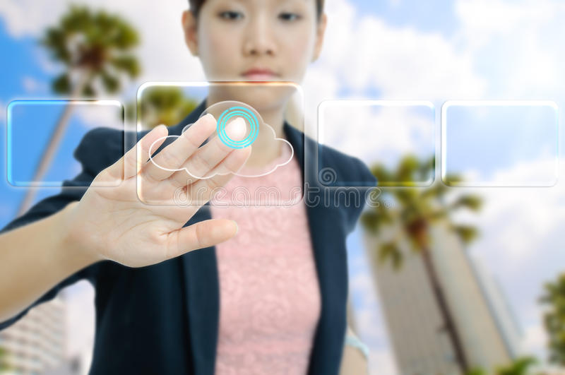 Contact de femme d'affaires le bouton virtuel de nuage photo stock