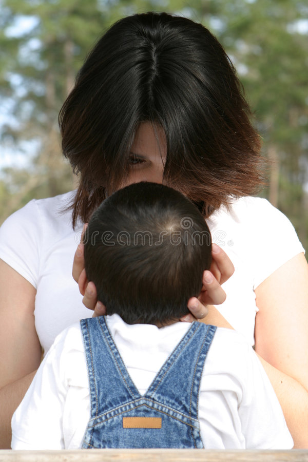 Download Contact de mères photo stock. Image du amour, maman, affection - 80242