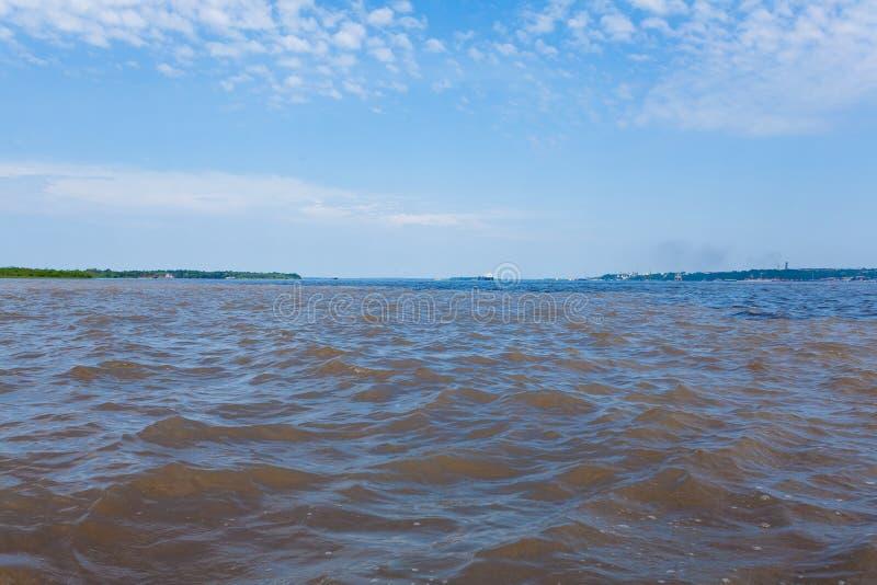 Contact des eaux Confluent brésilien de rivières de Manaus image stock