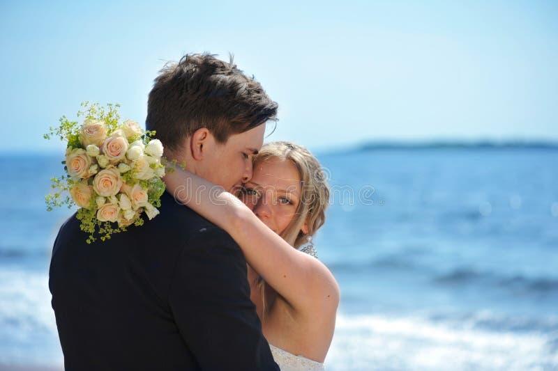 Contact des yeux d'une jeune mariée. photos stock