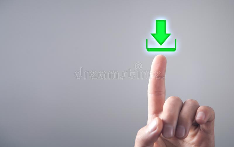 Contact masculin de main dans l'icône de téléchargement photographie stock libre de droits