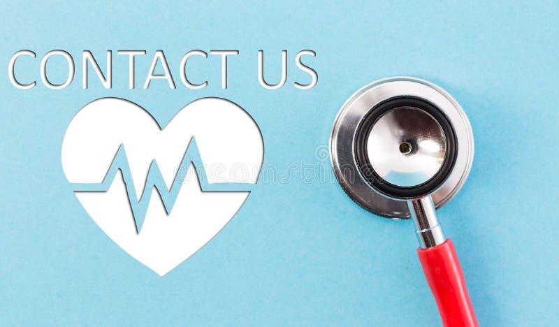 Contacte-nos conceito com estetoscópio e cardiograma fotografia de stock