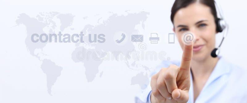 Contacte-nos, mulher do operador do serviço ao cliente com auriculares imagem de stock royalty free
