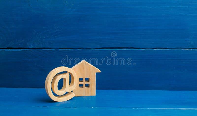 Contacten van e-mail, homepage, huisadres mededeling over Internet Het vestigen van contacten met klanten kadastraal register stock foto