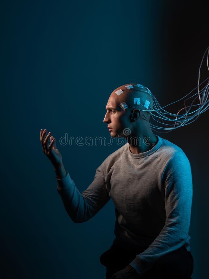 Free Contacts Connected To The Brain, Reading Brain Signals, Studying Intelligence And Brain Activity. Royalty Free Stock Photos - 198565328