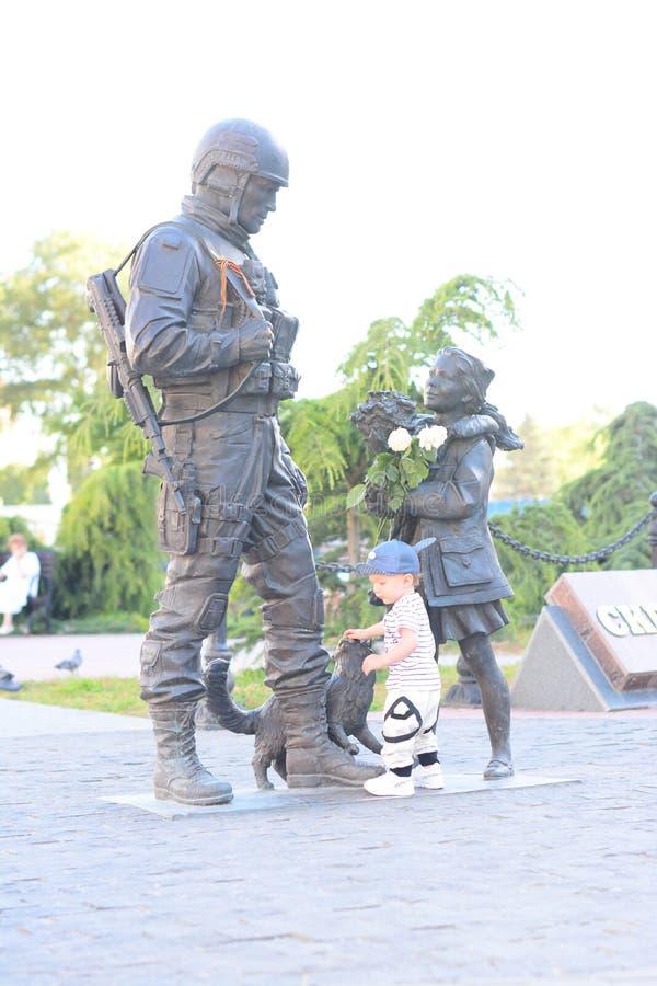 Contacts de 1 an de garçon le monument photos stock