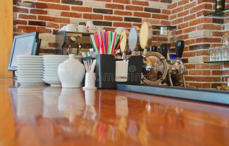 Contador da barra no café fotografia de stock royalty free