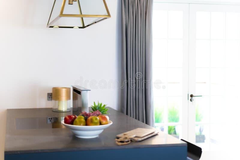 Contador e janela de cozinha foto de stock