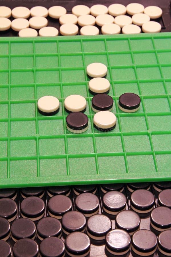 Contadores del juego de Othello imagen de archivo